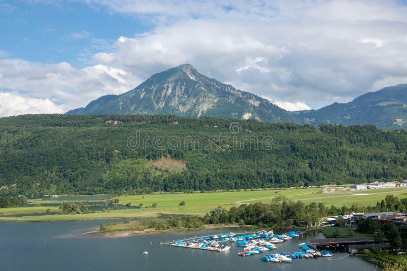 Άποψη πανοράματος της λίμνης Λουκέρνης και της σκηνής βουνών σε Pilatus Λουκέρνης στοκ εικόνες