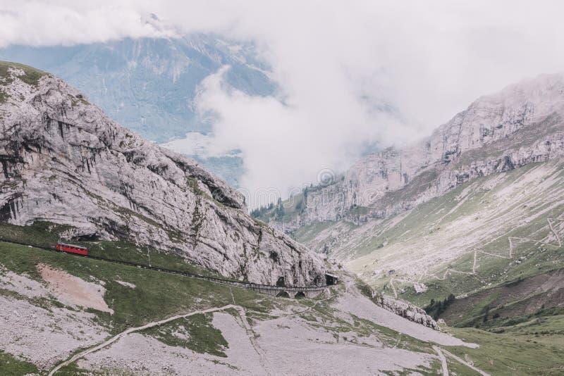 Άποψη πανοράματος της σκηνής βουνών από τοπ Pilatus Kulm σε Λουκέρνη στοκ εικόνες με δικαίωμα ελεύθερης χρήσης