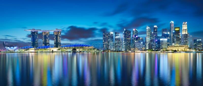 Άποψη πανοράματος του ορίζοντα εικονικής παράστασης πόλης της Σιγκαπούρης στοκ εικόνα