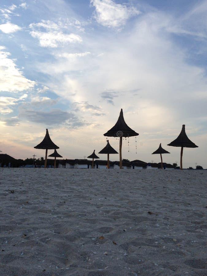 Άποψη παραλιών με τις ομπρέλες στοκ φωτογραφία με δικαίωμα ελεύθερης χρήσης