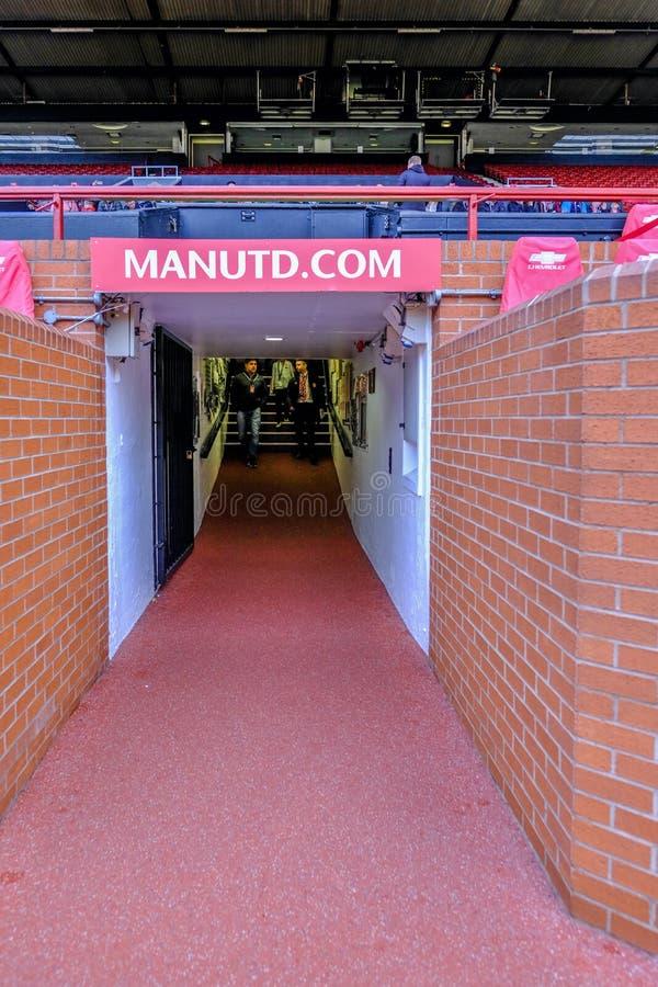 Άποψη πορτρέτου της αρχικής σήραγγας στο γήπεδο ποδοσφαίρου της Manchester United στοκ εικόνες