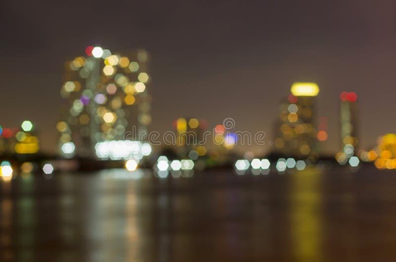 Άποψη ποταμών εικονικής παράστασης πόλης της Μπανγκόκ στο χρόνο λυκόφατος, θολωμένη φωτογραφία bok στοκ φωτογραφίες με δικαίωμα ελεύθερης χρήσης