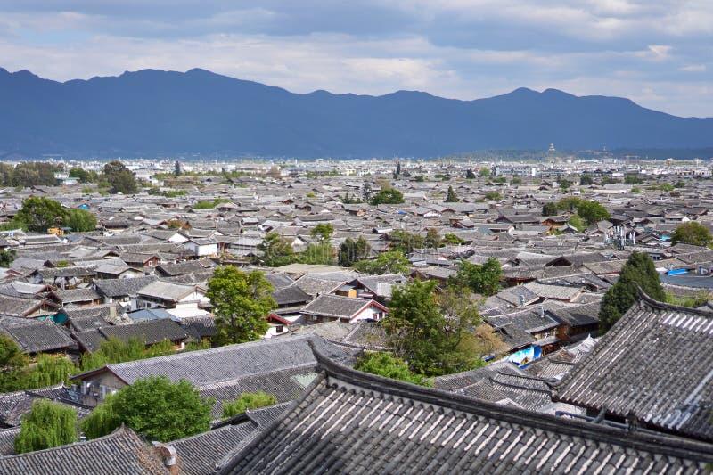 Άποψη πουλιών ` s των κινεζικών στεγών στην παλαιά πόλη Lijiang στοκ εικόνα με δικαίωμα ελεύθερης χρήσης