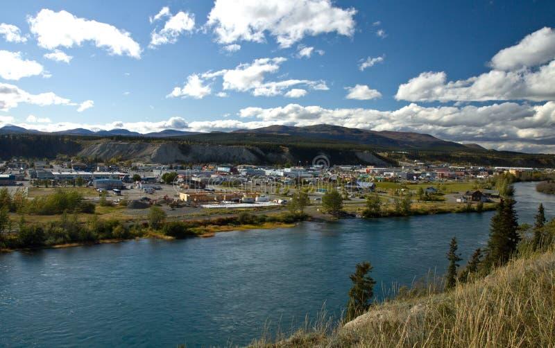 Άποψη που αγνοεί τον ποταμό Yukon και την πόλη Whitehorse στοκ φωτογραφία με δικαίωμα ελεύθερης χρήσης