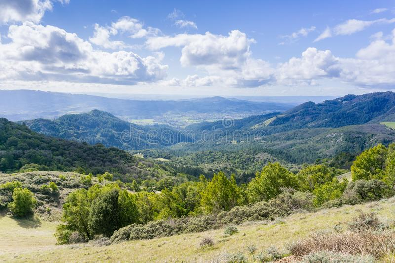 Άποψη προς την κοιλάδα Sonoma, κρατικό πάρκο κορυφογραμμών Sugarloaf, κομητεία Sonoma, Καλιφόρνια στοκ φωτογραφία