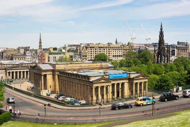 Άποψη προς το σκωτσέζικα National Gallery και το μνημείο του Scott από το α στοκ εικόνα με δικαίωμα ελεύθερης χρήσης