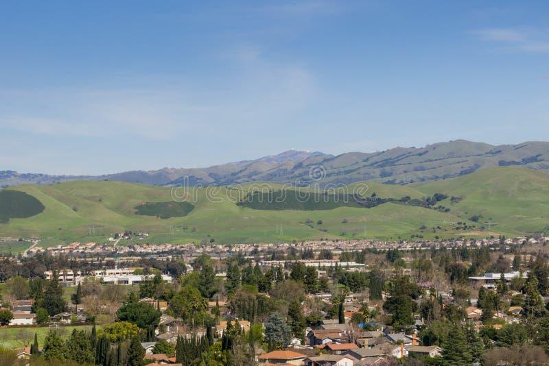 Άποψη προς το υποστήριγμα Χάμιλτον από το πάρκο Santa Τερέζα, San Jose, περιοχή κόλπων του νότιου Σαν Φρανσίσκο, Καλιφόρνια στοκ εικόνα με δικαίωμα ελεύθερης χρήσης