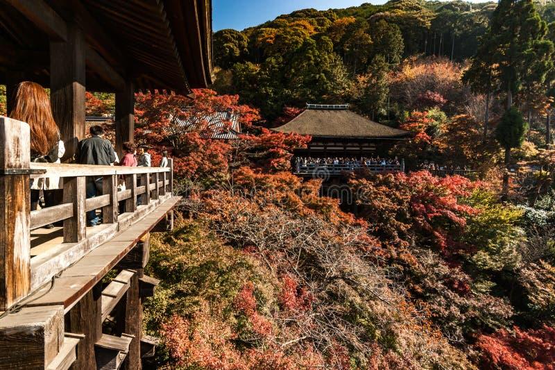 Άποψη προς okuno-μέσα στο ναό kiyomizu-Dera στο Κιότο στοκ εικόνες