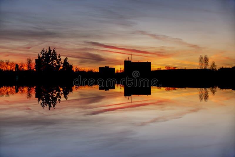 Άποψη πρωινού με τη μαγική ανατολή στην πόλη της Λετονίας Daugavpils στοκ εικόνα με δικαίωμα ελεύθερης χρήσης