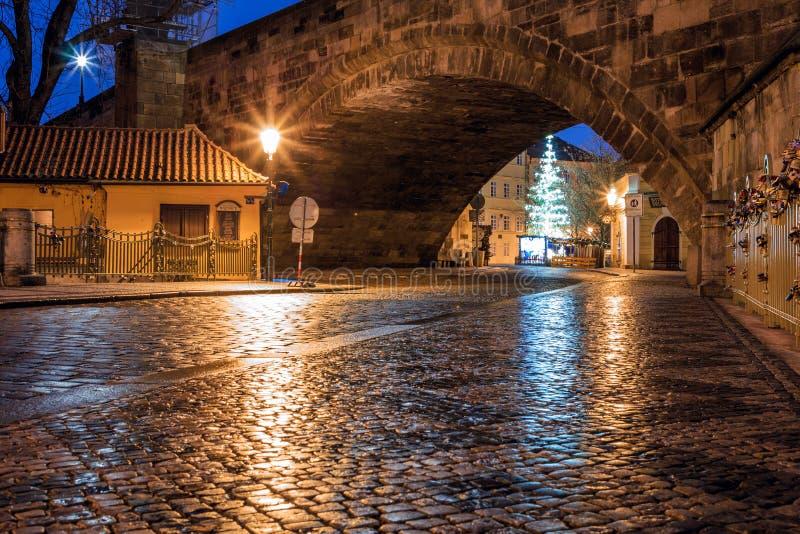 Άποψη πρωινού των αρχαίων οδών της πόλης της Πράγας στοκ φωτογραφία