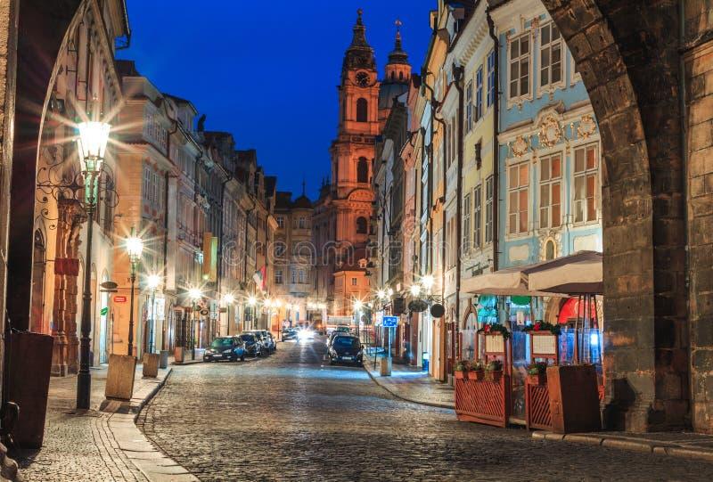 Άποψη πρωινού των αρχαίων οδών της πόλης της Πράγας στοκ εικόνα