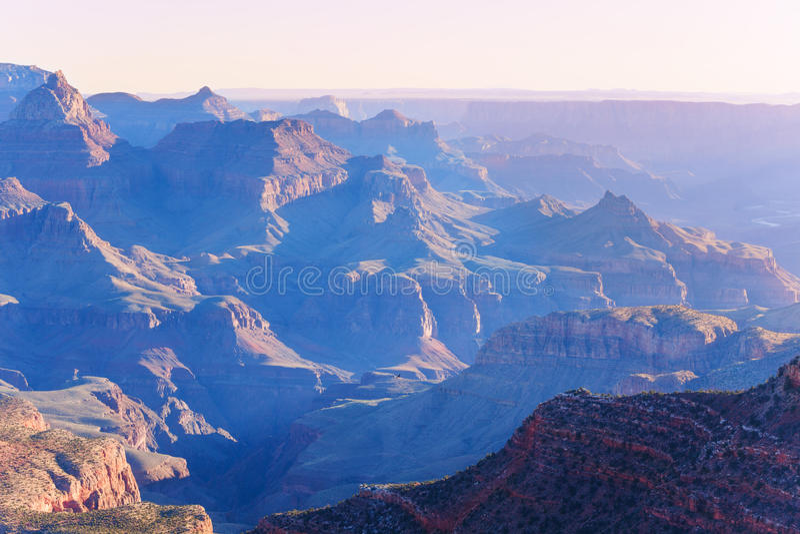 Άποψη πρωινού των βουνών μέσα στο μεγάλο φαράγγι στοκ εικόνες