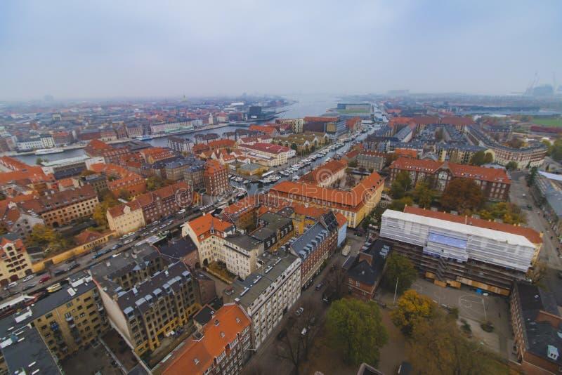 Άποψη πόλεων κεντρικών οριζόντων της Κοπεγχάγης Christianshavn στο φθινόπωρο στοκ εικόνα