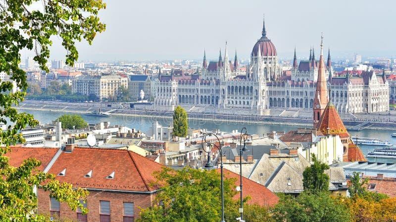 Άποψη πόλεων της Βουδαπέστης από τον προμαχώνα του ψαρά στοκ φωτογραφία με δικαίωμα ελεύθερης χρήσης