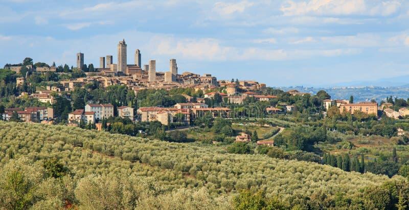 Άποψη πύργων SAN Gimignano από τους λόφους Τοσκάνη στοκ εικόνες