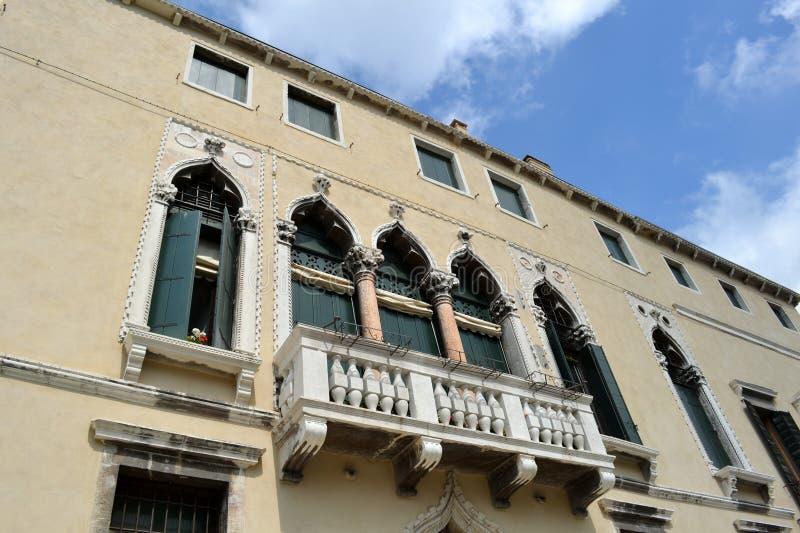 Άποψη σε μερικές σπίτια και οδούς της Βενετίας σε μια ηλιόλουστη ημέρα άνοιξη στοκ εικόνα με δικαίωμα ελεύθερης χρήσης