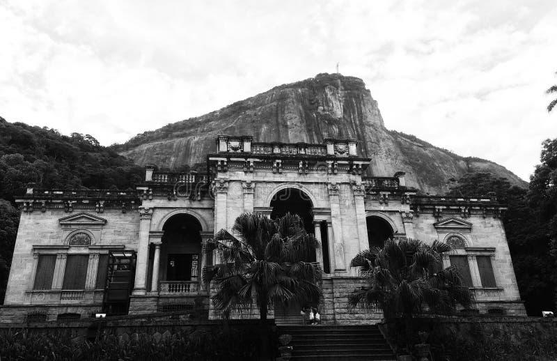 Άποψη σε Cristo Redentor από Parque Lage στοκ εικόνες