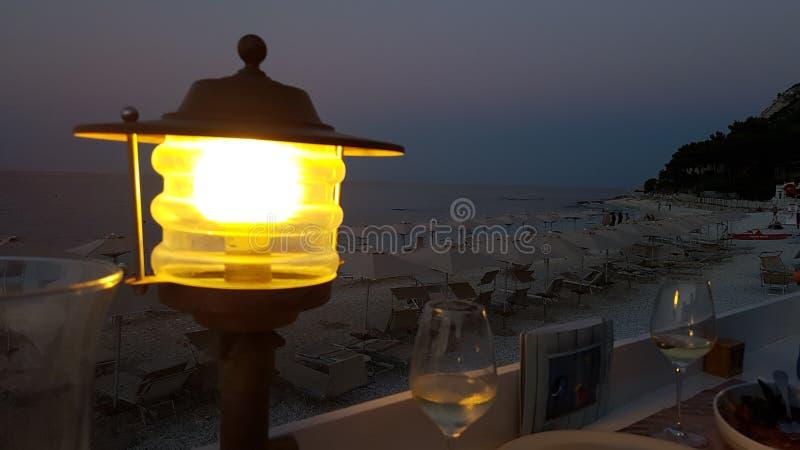 Άποψη σούρουπου στην παραλία portonovo στοκ εικόνες