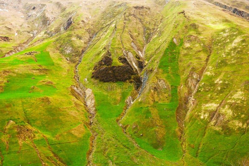 Άποψη στα βουνά της Γεωργίας κοντά σε Gudauri στοκ φωτογραφίες