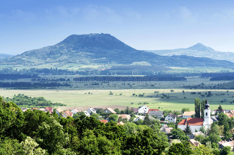 Άποψη στα εκλείψας ηφαίστεια στις ορεινές περιοχές Balaton λιμνών στοκ εικόνες με δικαίωμα ελεύθερης χρήσης