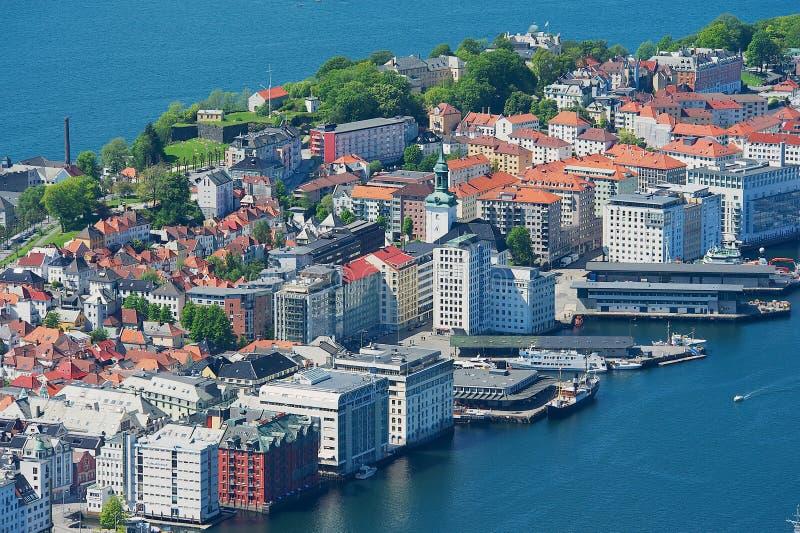 Άποψη στα κτήρια και το λιμάνι από το λόφο Floyen στο Μπέργκεν, Νορβηγία στοκ εικόνες