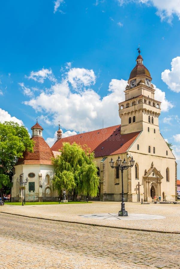 Άποψη στην εκκλησία Αγίου Michael σε Skalica - τη Σλοβακία στοκ εικόνες