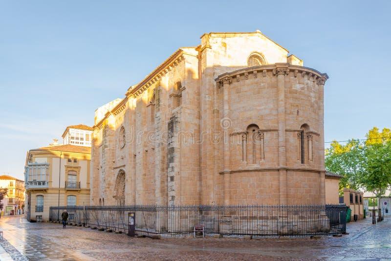 Άποψη στην εκκλησία της Σάντα Μαρία Magdalena Zamora - την Ισπανία στοκ εικόνα