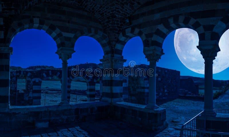Άποψη στην ιερή τριάδα βασιλικών Saccargia - της Σαρδηνίας - τη νύχτα στοκ εικόνες με δικαίωμα ελεύθερης χρήσης