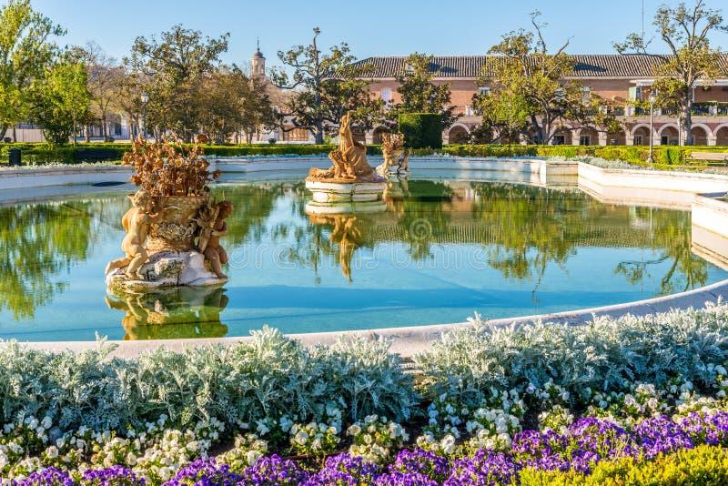 Άποψη στην πηγή στον κήπο της Royal Palace του Αρανχουέζ στοκ εικόνα