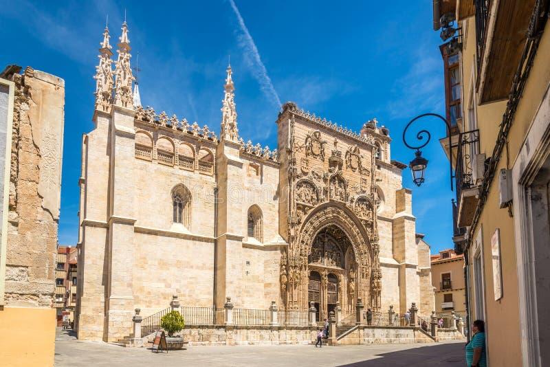 Άποψη στην πραγματική εκκλησία Λα της Σάντα Μαρία σε Aranda de Duero - Ισπανία στοκ εικόνες με δικαίωμα ελεύθερης χρήσης