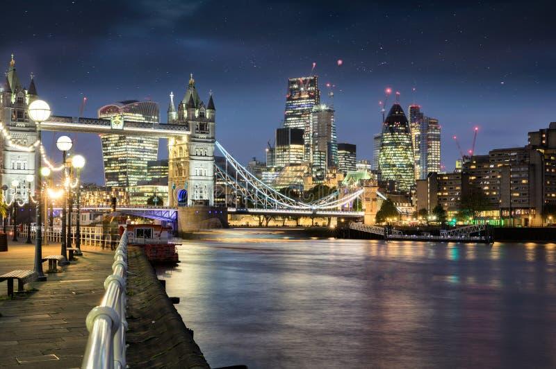 Άποψη στη γέφυρα πόλεων και πύργων του Λονδίνου στοκ εικόνα με δικαίωμα ελεύθερης χρήσης