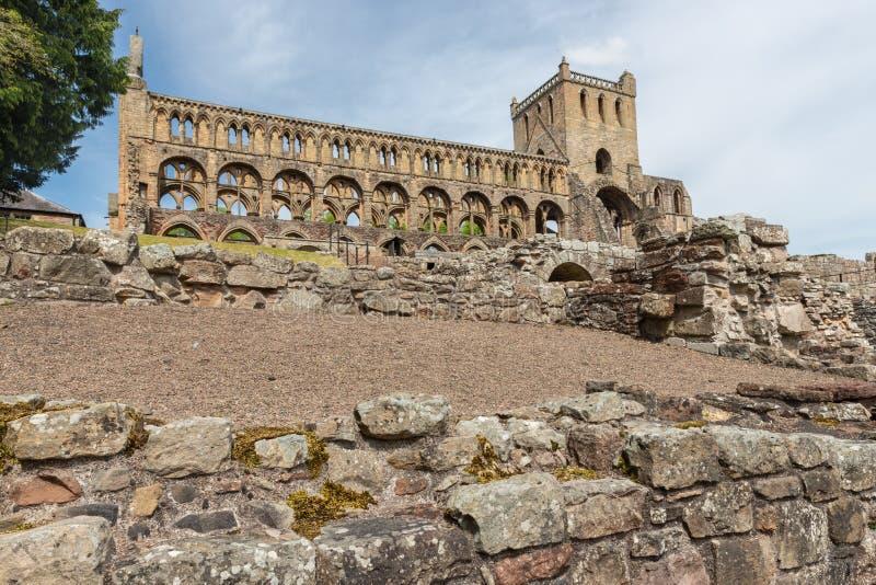 Άποψη στις καταστροφές του αβαείου Jedburgh στα σκωτσέζικα σύνορα στοκ εικόνες