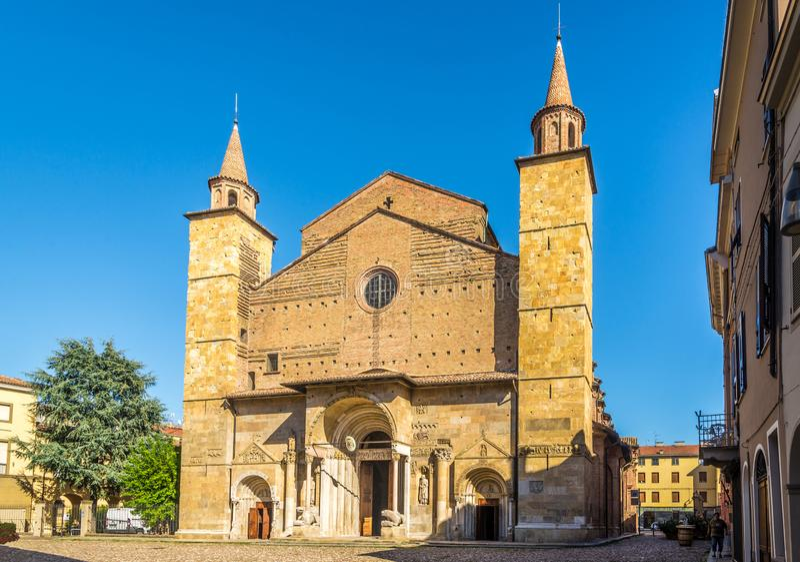 Άποψη στον καθεδρικό ναό προσόψεων Αγίου Domnius SAN Donninoof Fidenza στην Ιταλία στοκ φωτογραφίες με δικαίωμα ελεύθερης χρήσης