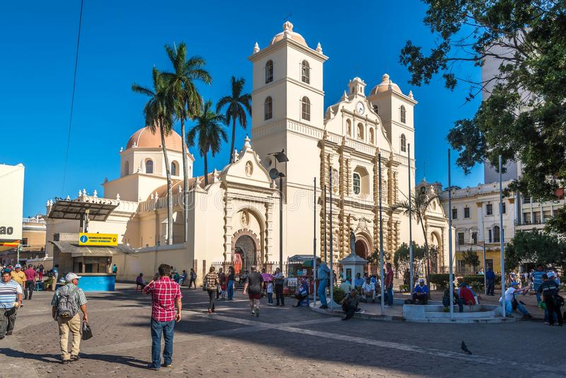 Άποψη στον καθεδρικό ναό του αρχαγγέλου Αγίου Michael στην Τεγκουσιγκάλπα - την Ονδούρα στοκ εικόνα