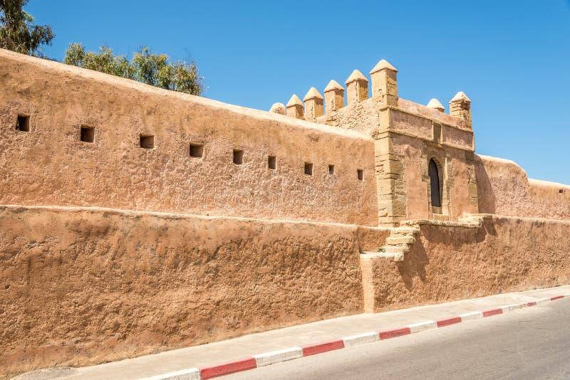 Άποψη στον τοίχο στην πόλη πώλησης στο Μαρόκο στοκ εικόνες