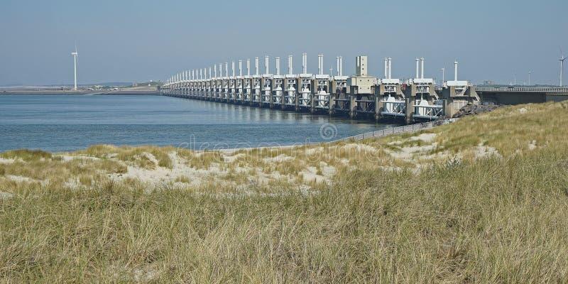 Άποψη στο εμπόδιο Oosterscheldekering θύελλας Zeeland, οι Κάτω Χώρες στοκ φωτογραφίες