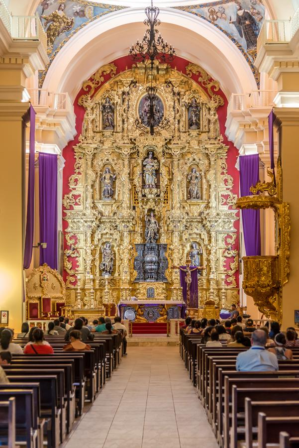 Άποψη στο εσωτερικό του καθεδρικού ναού του αρχαγγέλου Αγίου Michael στην Τεγκουσιγκάλπα - την Ονδούρα στοκ εικόνα με δικαίωμα ελεύθερης χρήσης