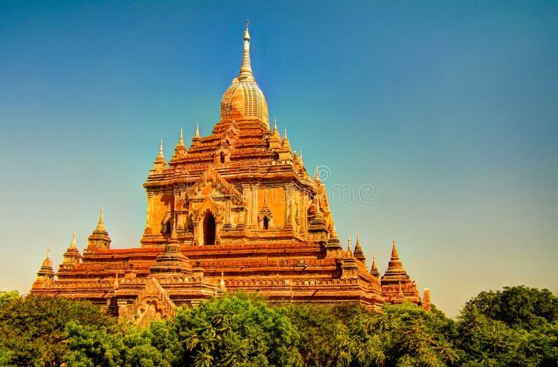 Άποψη στο ναό Htilominlo στην αυγή bagan Myanmar στοκ εικόνα