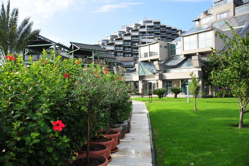 Άποψη στο λουξ ξενοδοχείο Limak Lara από την πλευρά κήπων στοκ εικόνα