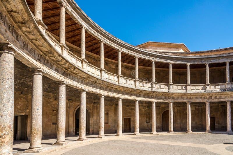Άποψη στο προαύλιο του παλατιού του Charles Β Alhambra στο κέντρο της Γρανάδας στην Ισπανία στοκ εικόνες