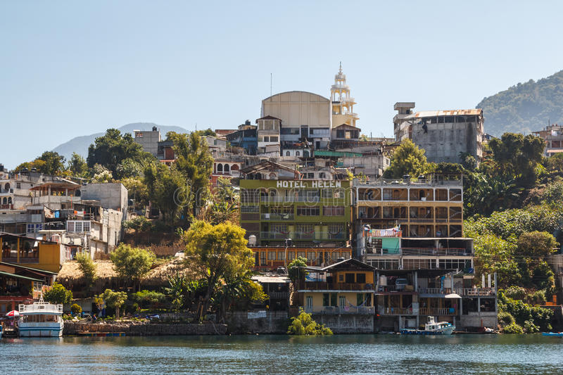 Άποψη στο πόλης SAN Pedro Λα Laguna στοκ εικόνες