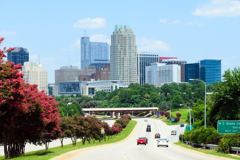 Άποψη σχετικά με στο κέντρο της πόλης Raleigh, NC στοκ φωτογραφίες