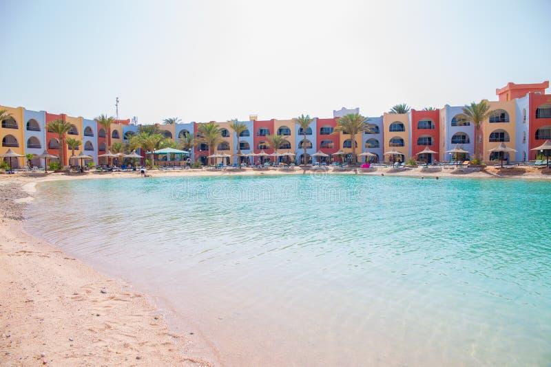 Άποψη σχετικά με την παραλία λιμνοθαλασσών στο θέρετρο της Αραβίας Azur στοκ φωτογραφία