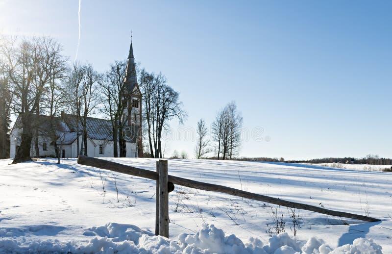 Άποψη σχετικά με την παλαιά εκκλησία σε Krimulda, Λετονία, Ευρώπη στοκ εικόνες με δικαίωμα ελεύθερης χρήσης