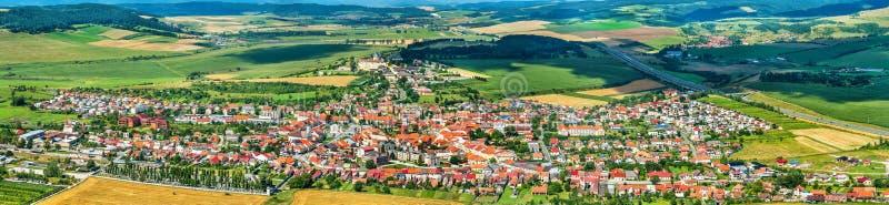 Άποψη σχετικά με την πόλη Spisske Podhradie από Spis Castle, περιοχή Presov, της Σλοβακίας στοκ φωτογραφία με δικαίωμα ελεύθερης χρήσης