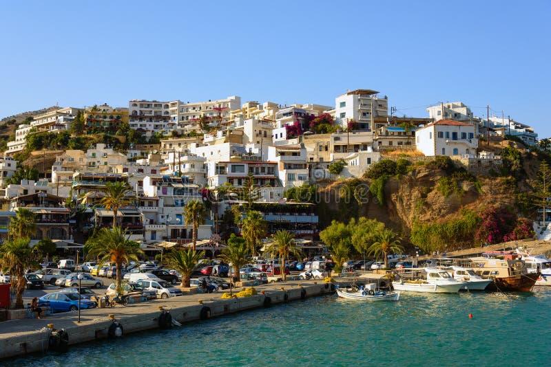 Άποψη σχετικά με την πόλη Aghia Galini στο νησί της Κρήτης στοκ φωτογραφίες