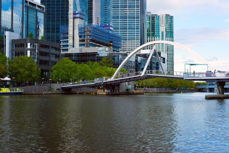 Άποψη σχετικά με τη γέφυρα για πεζούς Southbank, Μελβούρνη, Αυστραλία στοκ εικόνες