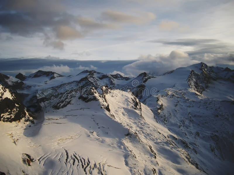 Άποψη σχετικά με τον παγετώνα στο ηλιοβασίλεμα το βράδυ στοκ φωτογραφίες