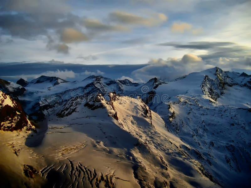 Άποψη σχετικά με τον παγετώνα στο ηλιοβασίλεμα το βράδυ στοκ φωτογραφία με δικαίωμα ελεύθερης χρήσης