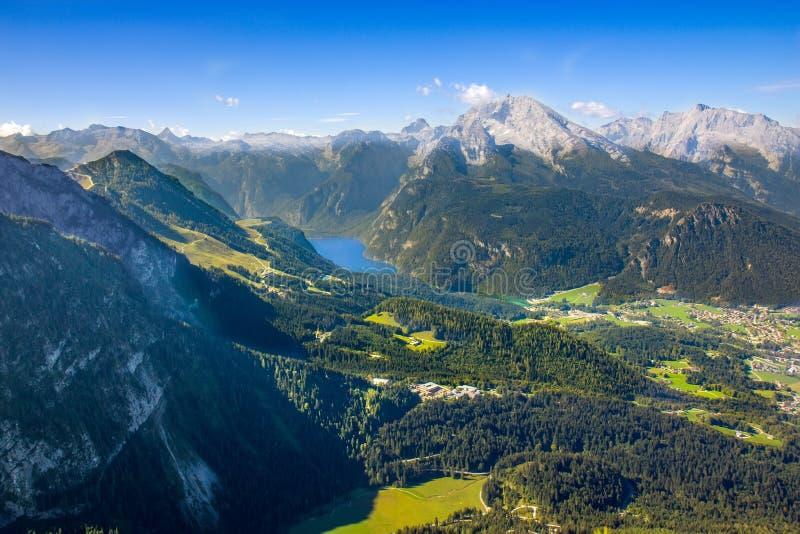 Άποψη σχετικά με το βουνό Obersalzberg στα βαυαρικά όρη στοκ εικόνες